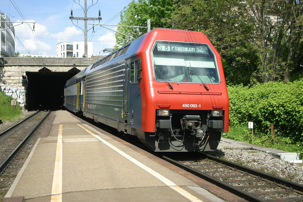 Photo d'une Re 450 000-114, Prise à Zürich Wipkingen le 10 mai 2004 02:33