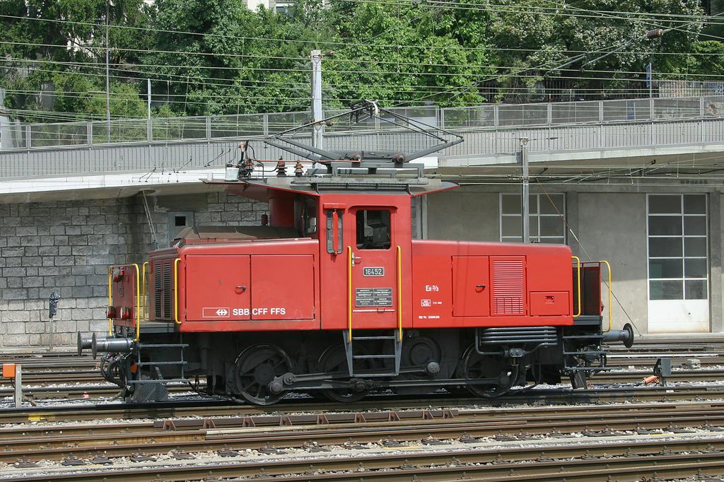 Photo d'une Ee 3/3 16421-16460, Prise à Bern le 6 août 2004 01:34