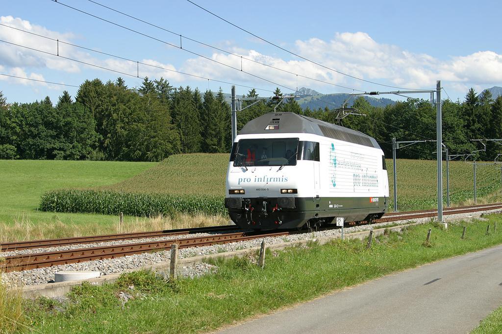 Photo d'une Re 460 000-118, Prise à Oron le 18 août 2004 03:55