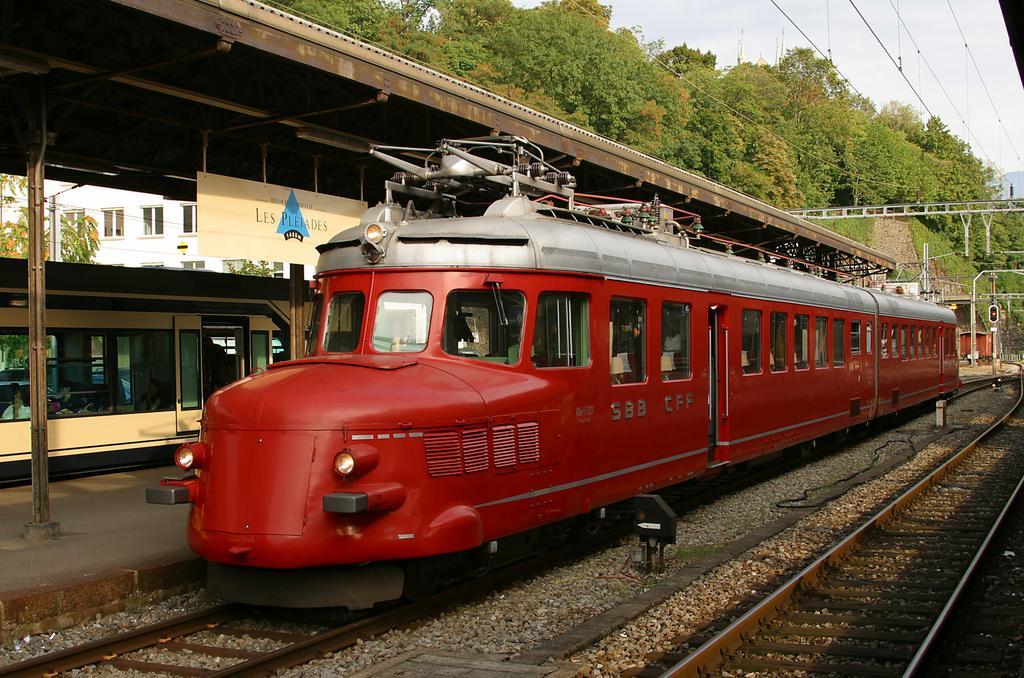 Photo d'une RAe 4/8 1021, Prise à Vevey le 11 septembre 2004 05:55