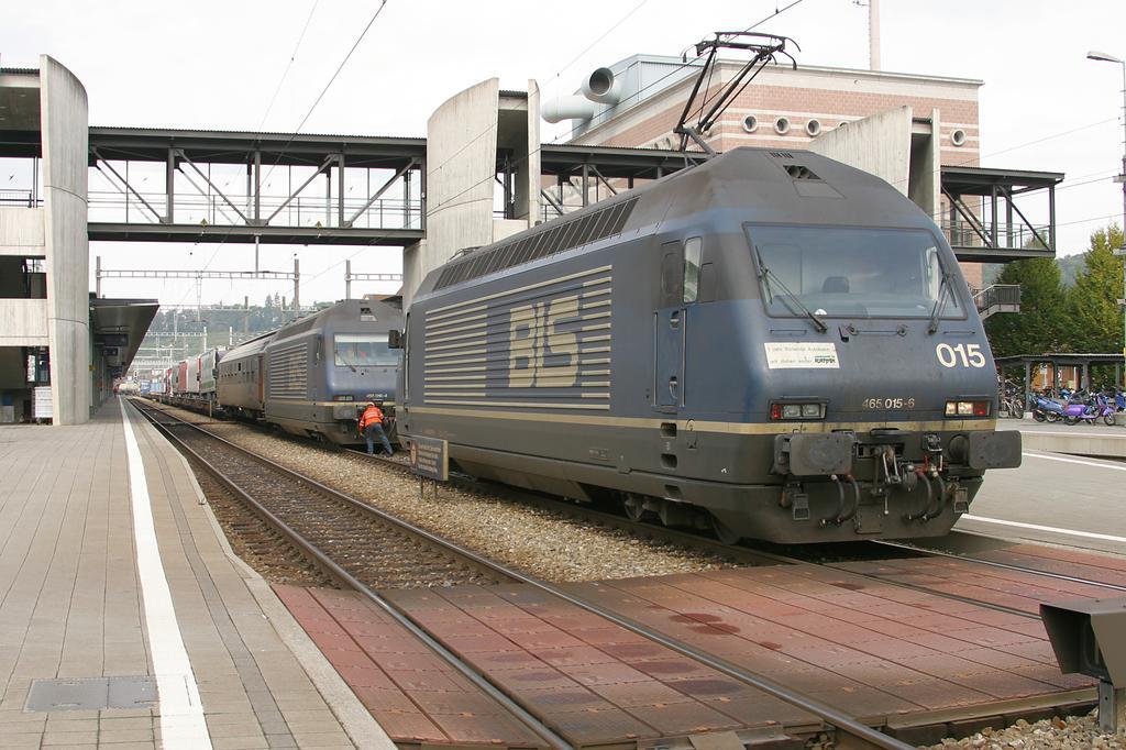 Photo d'une Re 465 001-018, Prise à Spiez le 7 octobre 2004 12:20