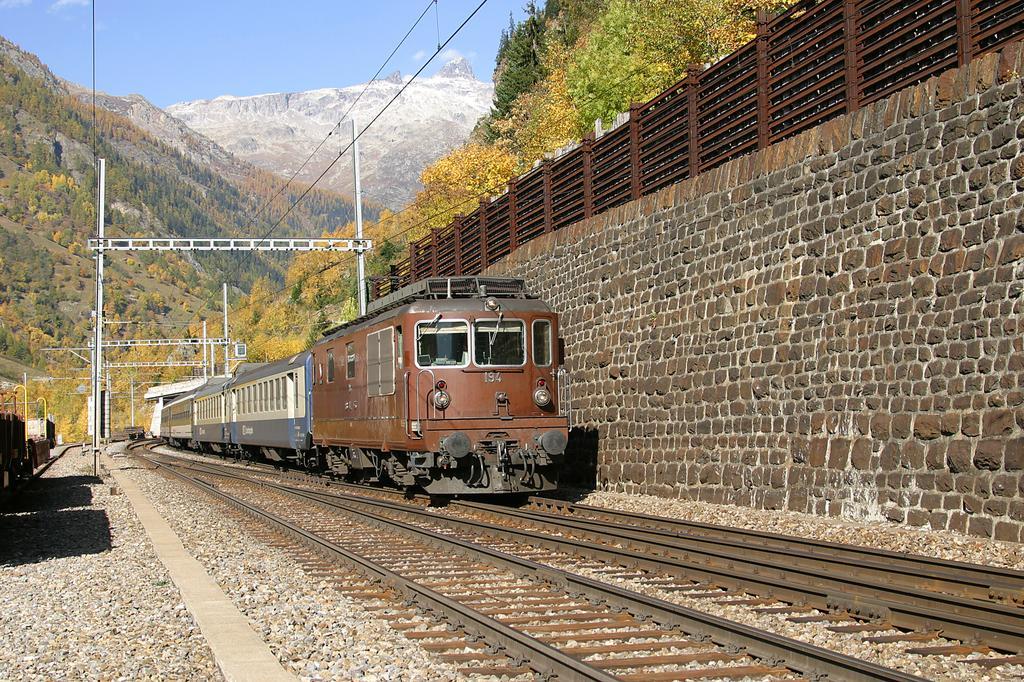 Photo d'une Re 4/4 161-195, Prise à Goppenstein le 25 octobre 2004 01:38