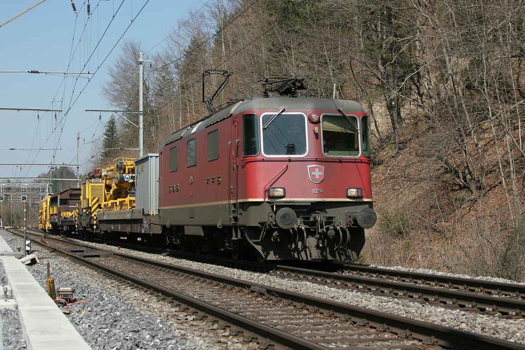 Photo d'une Re 420 (Re 4/4 II) 11156-11171 11173-11281 11283-11311 11313-11349 11371-11397, Prise à Heustrich-Emdthal le 4 avril 2005 01:15