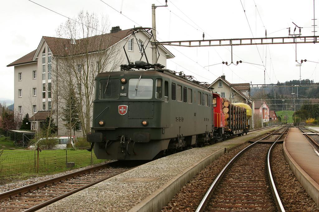 Photo d'une Ae 610 (Ae 6/6) 11403-11520, Prise à Bazenheid le 19 avril 2005 01:11