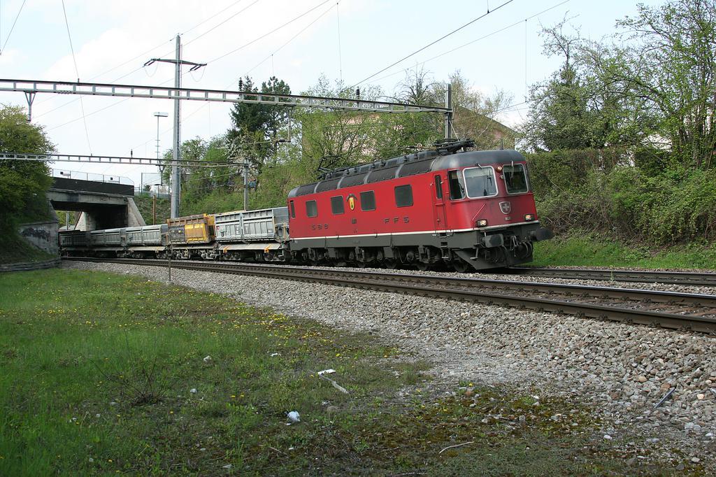 Photo d'une Re 620 (Re 6/6) 11605-11689, Prise à Glattbrugg le 21 avril 2005 04:25
