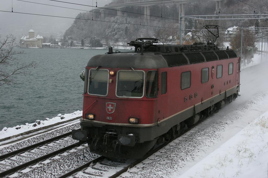 Photo d'une Re 620 (Re 6/6) 11605-11689, Prise à Veytaux-Chillon le 28 décembre 2005 11:46