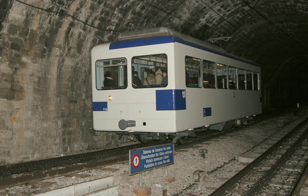 Photo d'une Beh 598, Prise à Lausanne-Gare le 17 janvier 2006 07:15