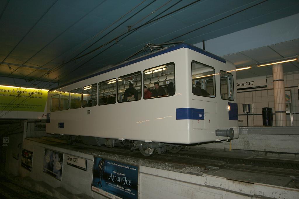 Photo d'une Bhe 598 811-812, Prise à Lausanne-Gare le 17 janvier 2006 07:16