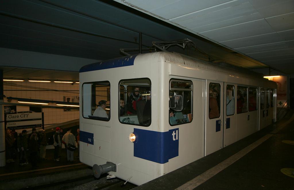Photo d'une Beh 598, Prise à Lausanne-Gare le 17 janvier 2006 07:37