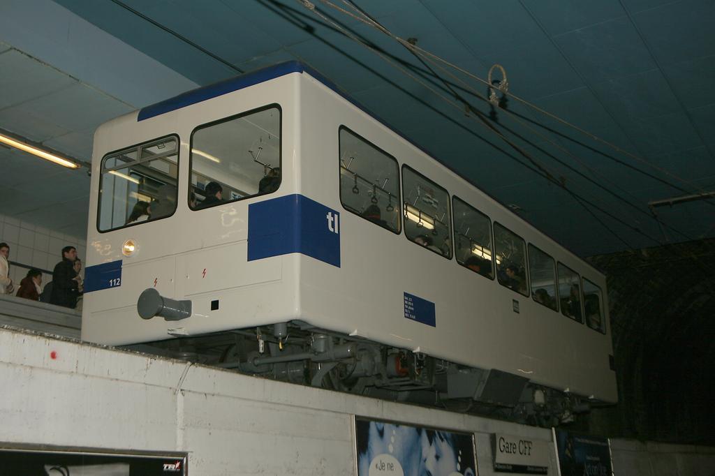 Photo d'une Beh 598, Prise à Lausanne-Gare le 17 janvier 2006 07:46