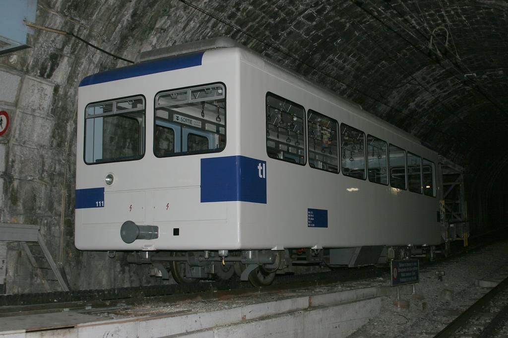 Photo d'une Bhe 598 811-812, Prise à Lausanne-Gare le 22 janvier 2006 04:07