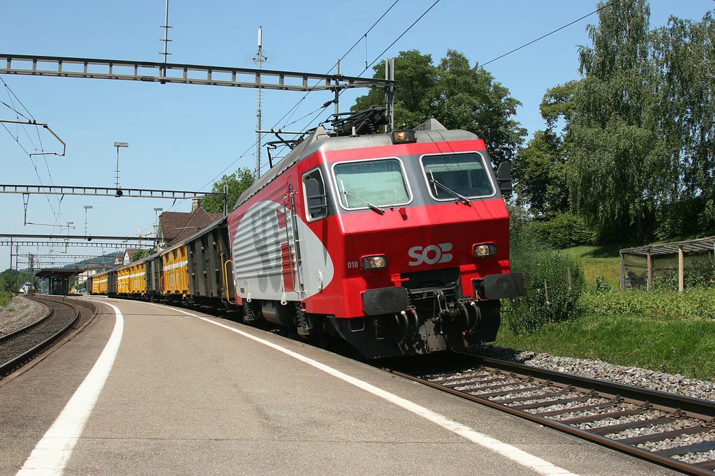 Photo d'une Re 446 ???, Prise à Aadorf le 31 juillet 2008 01:07
