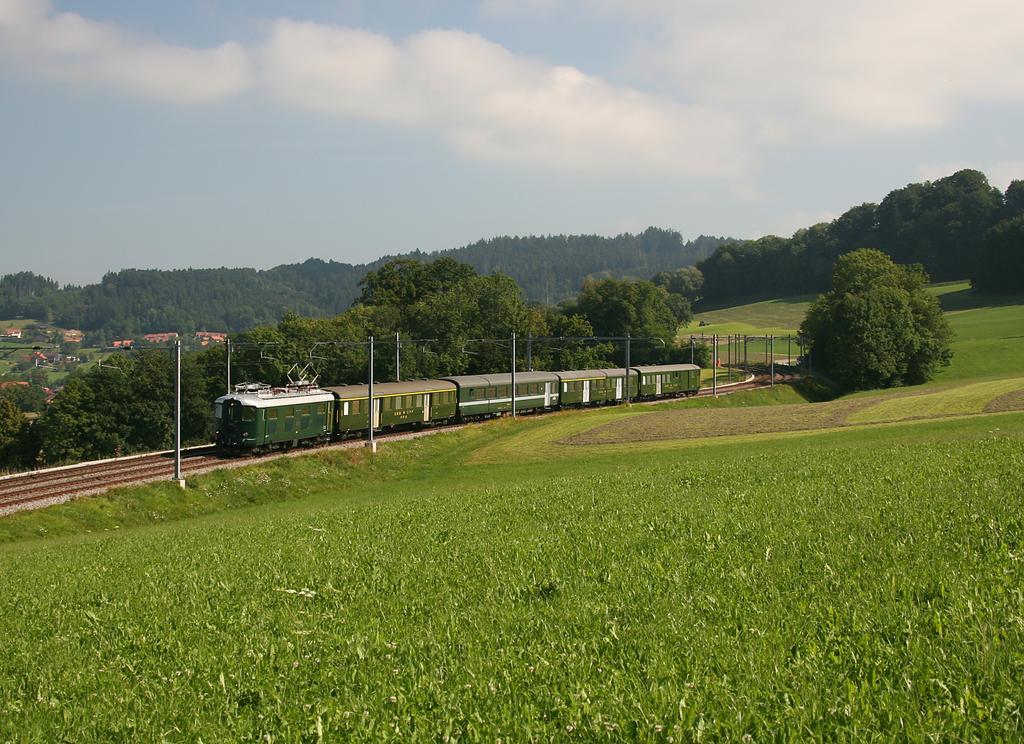 Photo d'une Re 4/4 I 10001, Prise à Vauderens le 27 août 2008 11:02